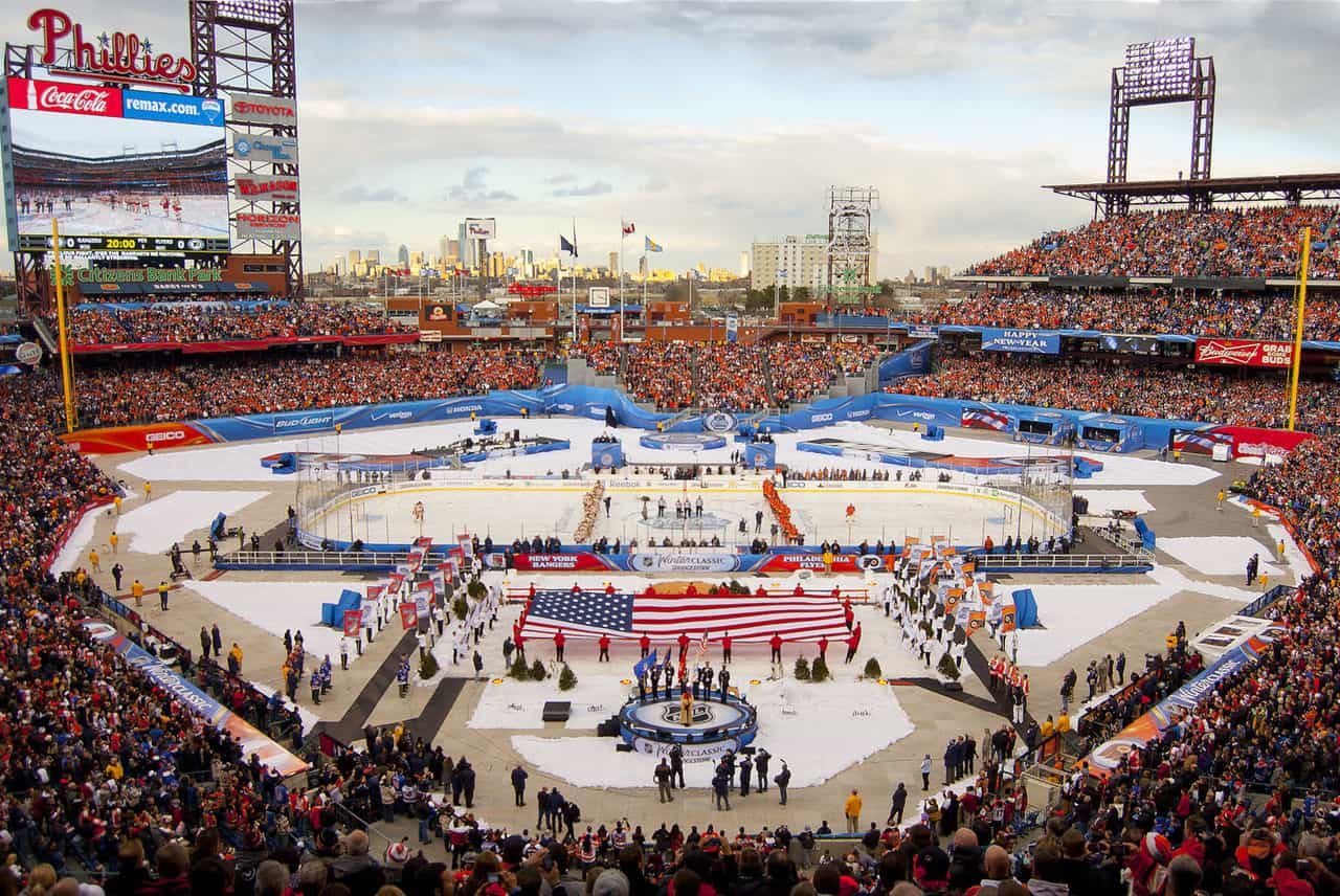 NHL_Winter_Classic_2012-philadelphiat_Citizens_Bank_Park_credit_centpacrr