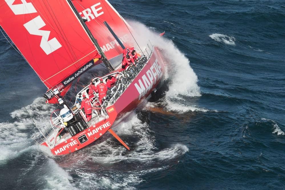 image-mapfre-sailing-boat-leaving-cape-town-south-africa-en-route-to-melbourne-australia