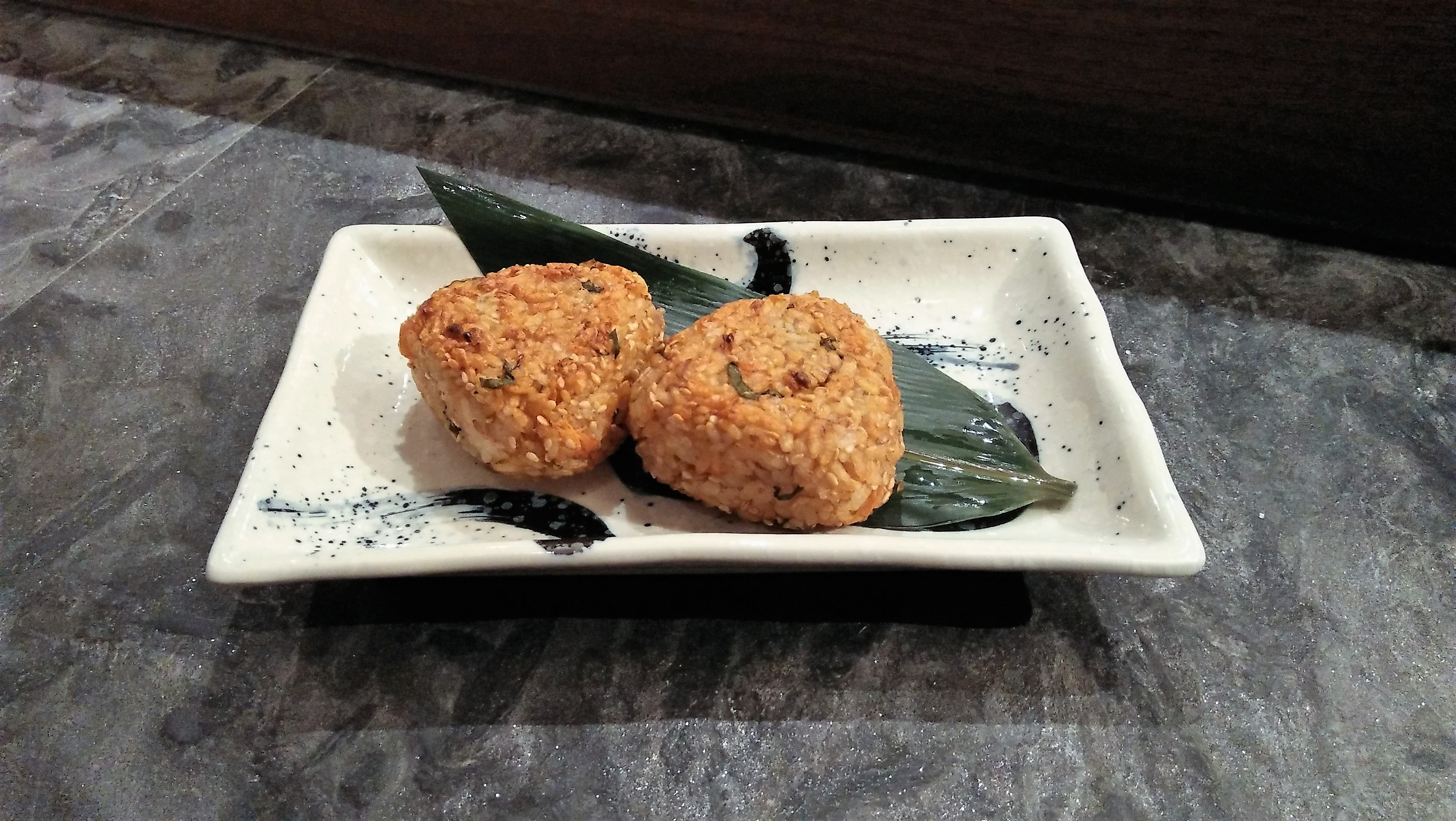 Japanese-Grilled-Rice-ball-with-Salmon-焼きおにぎり-鮭-三文魚飯團