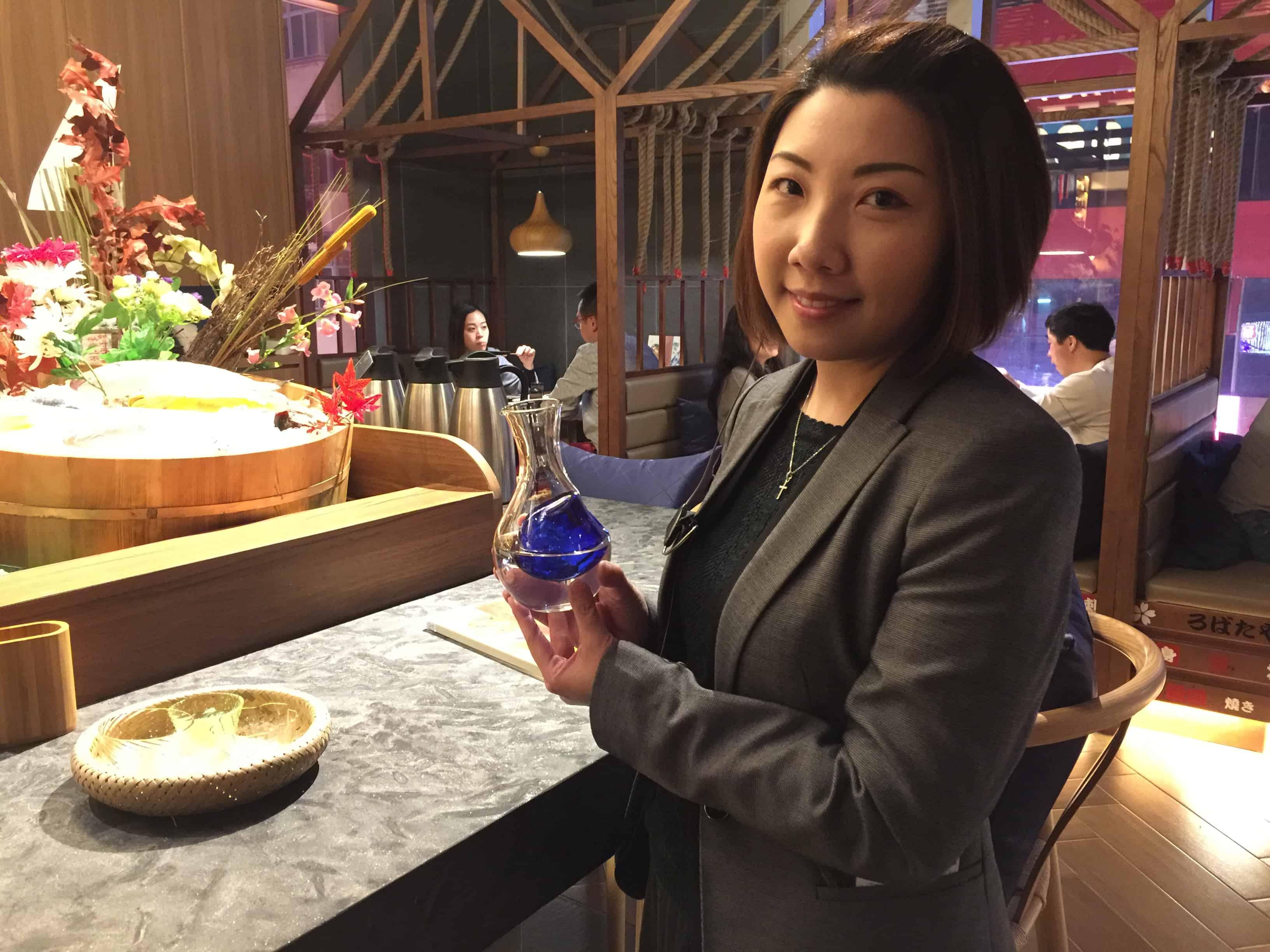 image-of-waitress-serving-sake