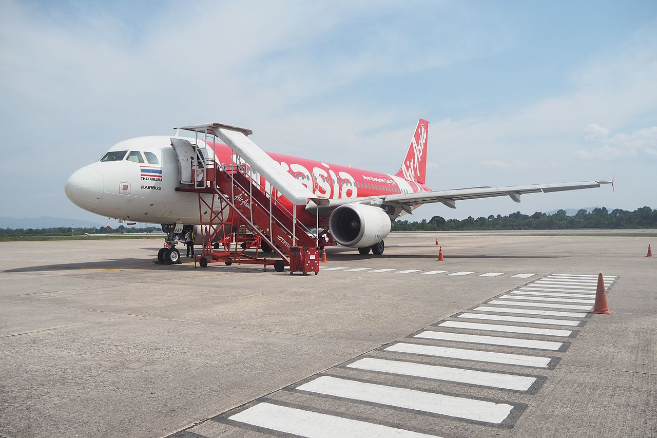 image-of-airasia-jet-at-hat-yai-international-airport