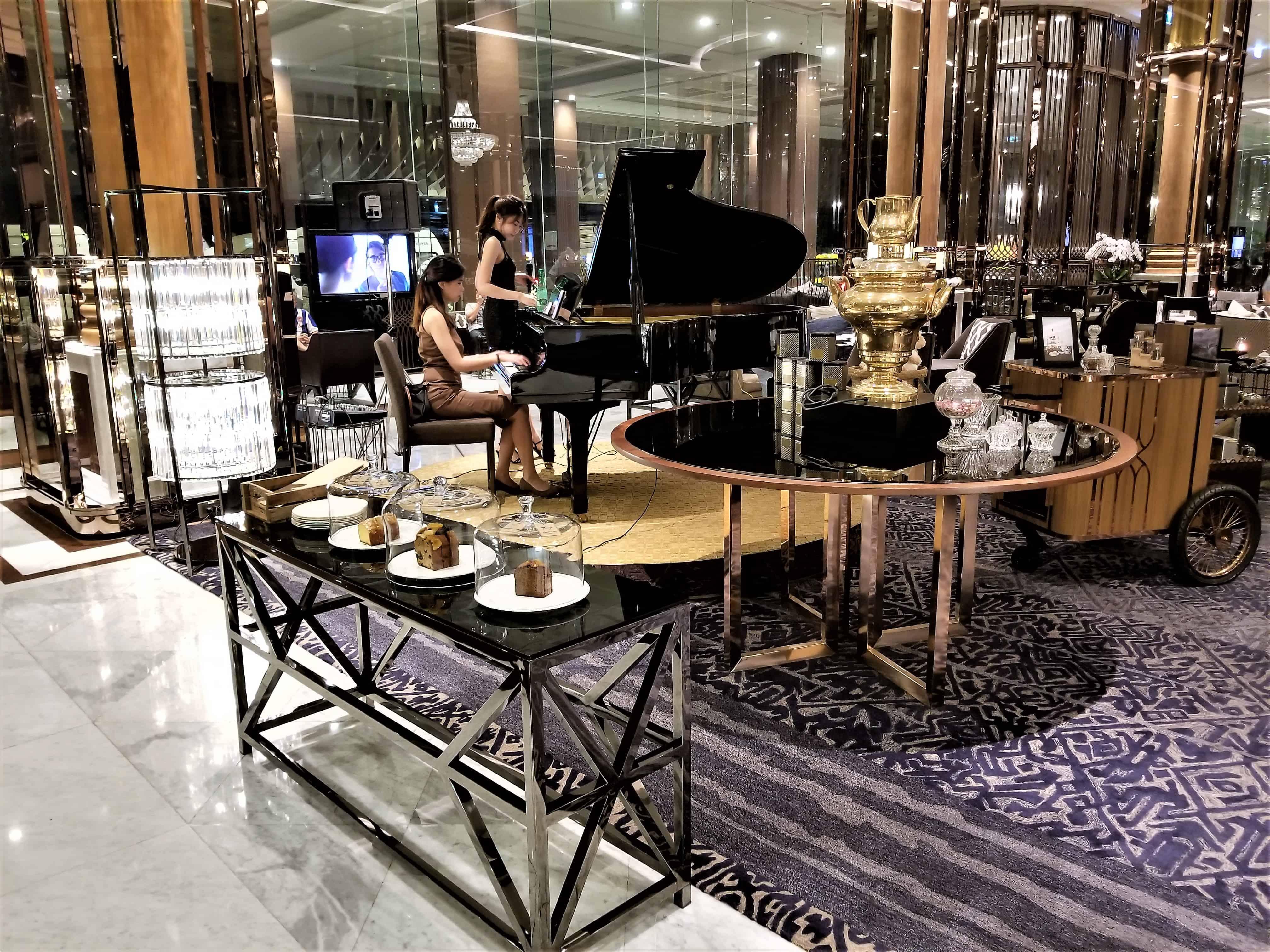 image-of-bangkok-marriott-marquis-queens-park-hotel-lobby-piano-player