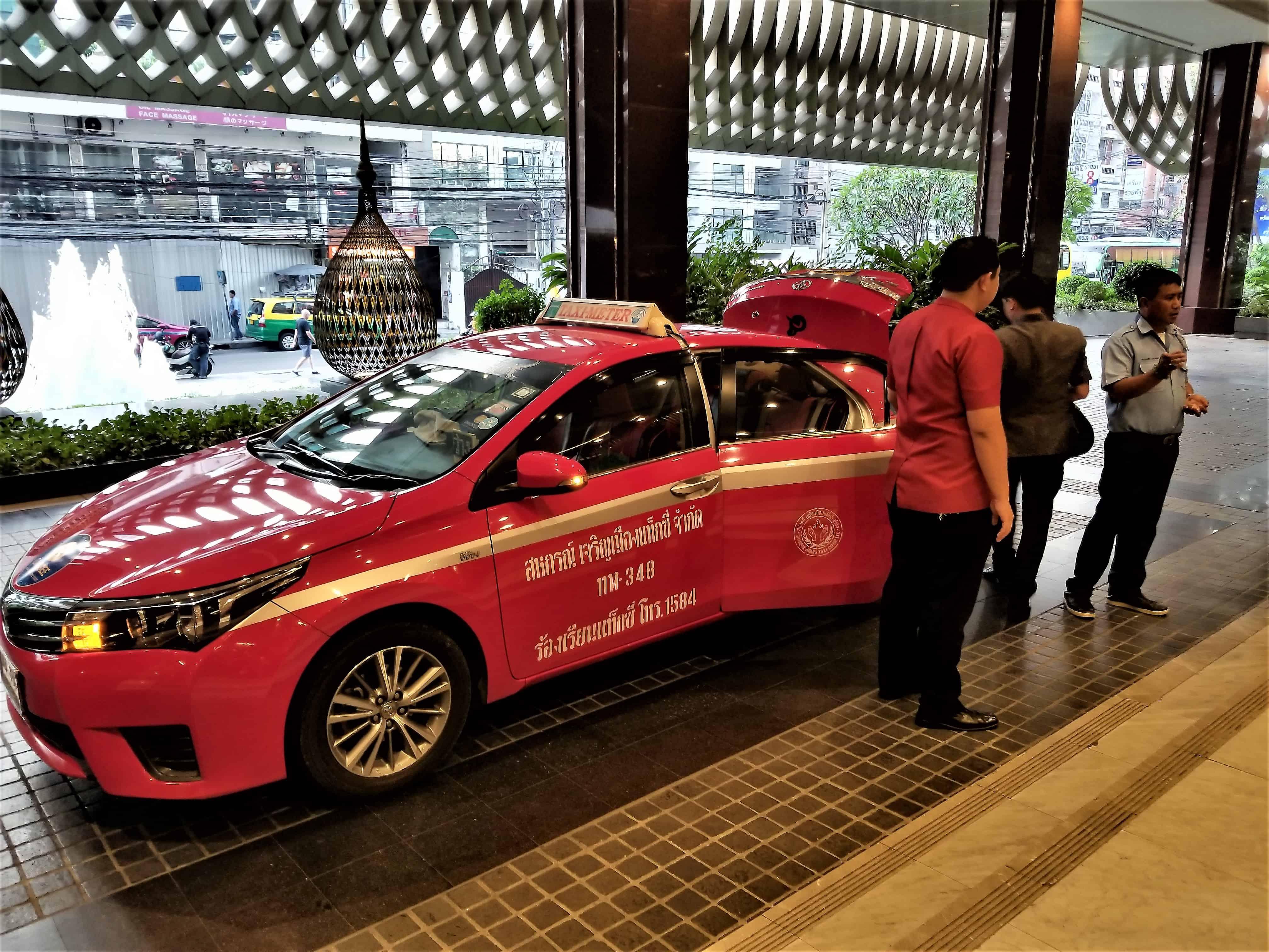 image-of-bangkok-taxi-at-hotel-entrance