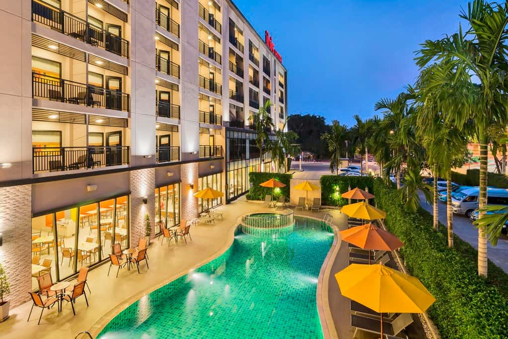 image-of-ibisi-hua-hin-hotel-swimmiing-pool-in-thailand